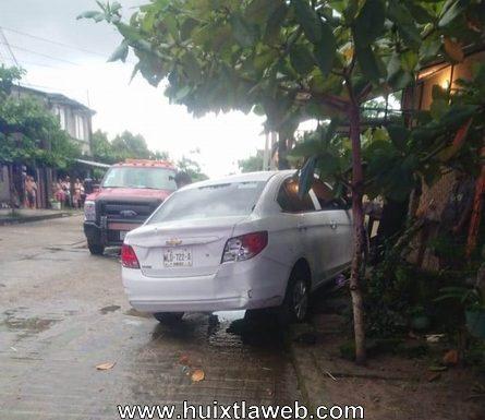 Custodio del CEFERSO se accidenta en calle de Huixtla