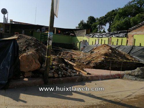 Por daños suspenden construcción de tienda de conveniencia en Huixtla