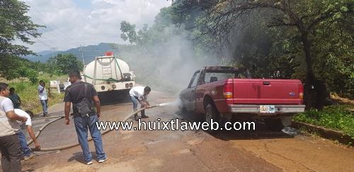 Se incendia vehículo en Tuzantán