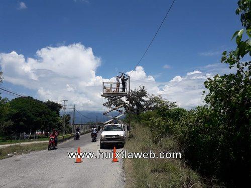 Avanza la rehabilitación de luminarias en Huixtla