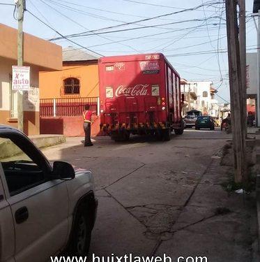 Camiones de alto tonelaje provocan daños a la población