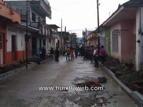 Muere ahogado paletero arrastrado por agua pluvial en calle de Huixtla