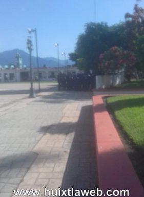 En huelga policías municipales de Acapetahua
