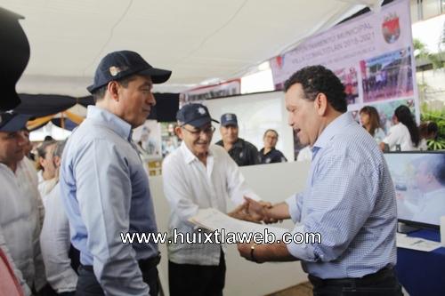 Alcalde de Huixtla, entrega informe en materia de seguridad al gobernador del estado