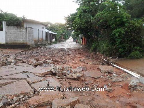 Abandonan obra en calle de Huehuetán