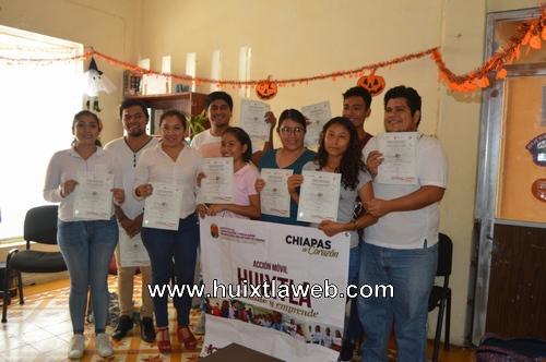 Gobierno municipal e ICATECH realizan entrega de constancias de cursos de Inglés
