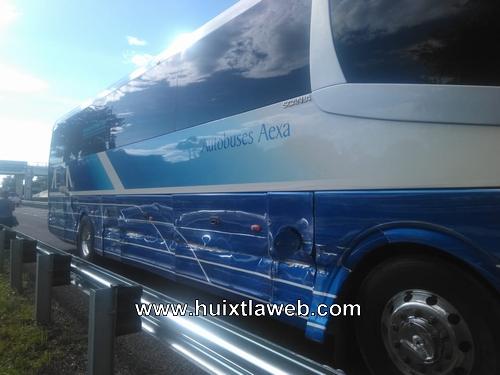 Camión de DICONSA choca contra autobús de Aexa en Acacoyagua