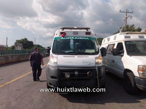 Tres lesionados al chocar ambulancia del hospital de Huixtla