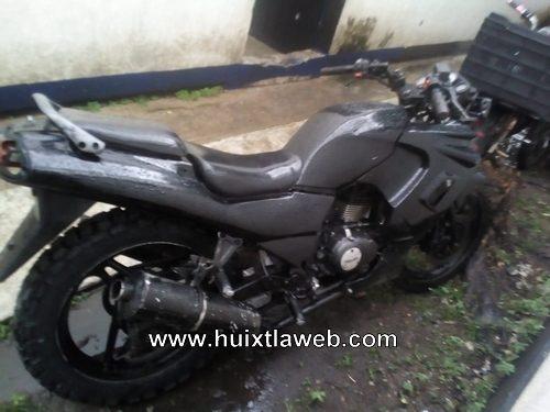 Policías municipales y guardia nacional recuperan motocicleta robada y detienen a uno