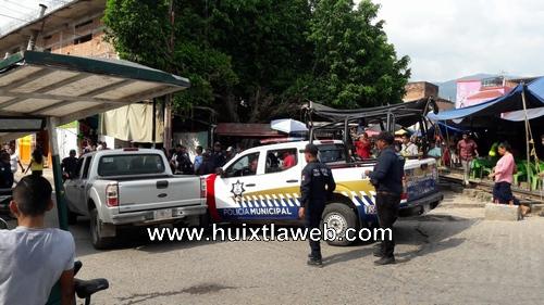 Choca patrulla en el centro de Huixtla