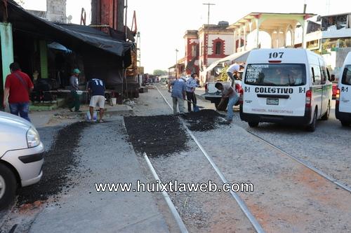 Gobierno de Huixtla realiza trabajos de bacheos en calles y avenidas de la ciudad