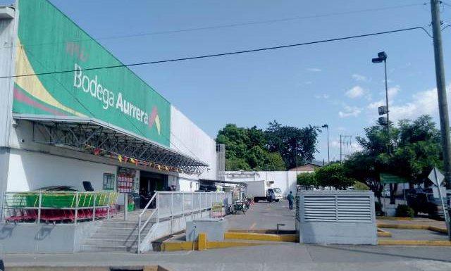 Roban motocicleta a tuzanteco en estacionamiento de tienda de conveniencia en Huixtla
