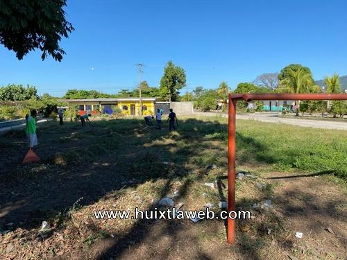 Mantenimiento de espacios de recreación y deporte en Huixtla