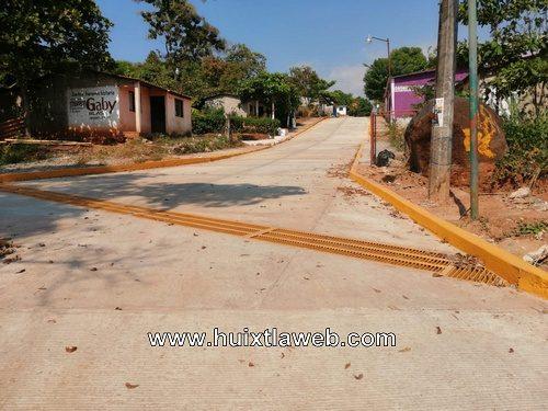 Obras de pavimentación presentan fallas en Tuzantán