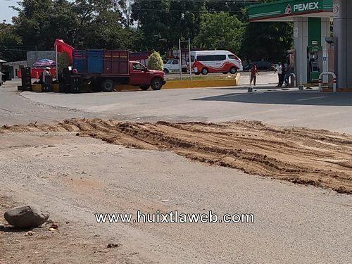 Reparan calles con tierra de panteón en Huehuetán