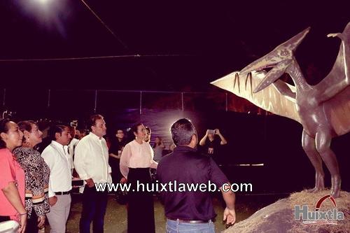 Gobierno y DIF municipal traen la selva jurásica a la feria Huixtla 2020