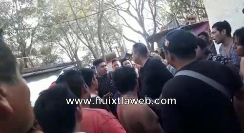 Puesteros de la feria Huixtla descalabran a policías