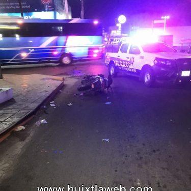 Motociclistas son arrollados por un auto en Huixtla