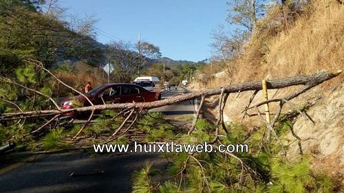Bloquean carretera tramo Huixtla Motozintla