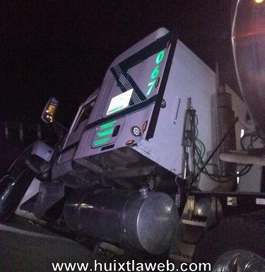 Tráiler se accidenta carretera Huixtla Villa Comaltitlán