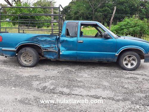 Abandonan vehículo al provocar accidente en Mapastepec