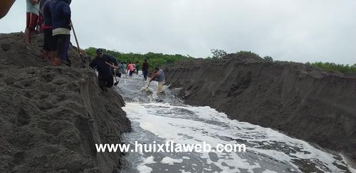 Se desborda río el novillero en Mapastepec, sé inundan comunidades