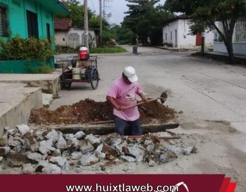 Gobierno de Huixtla realiza trabajos de mantenimiento en red de distribución de agua potable