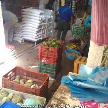 Continúa el desorden en el mercado de Huixtla