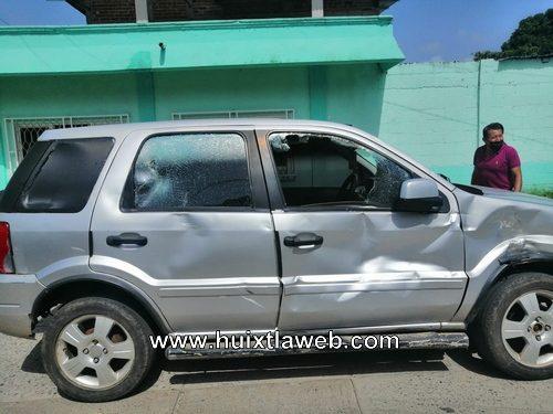 Motociclistas son arrollados por un vehículo  al chocar en Huixtla