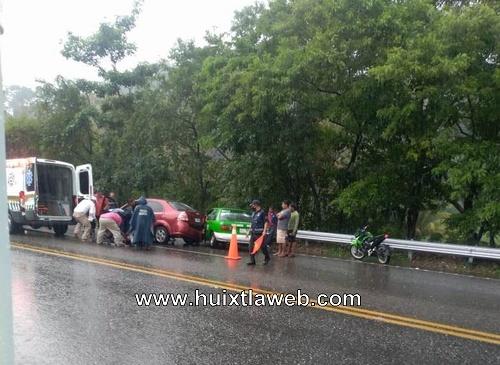 Dos lesionados al chocar taxi Escuintla Acacoyagua