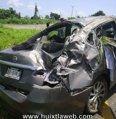 Un lesionado al volcar auto Huixtla a Tapachula
