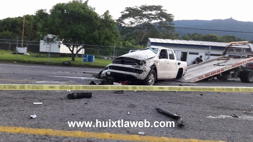 Conductor muere al chocar contra el camellón, carretera Huixtla Villa Comaltitlán