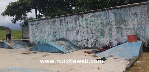 Localizan a una persona muerta en una cancha de Huixtla