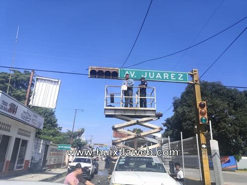 Por fin reparan semáforos en Huixtla