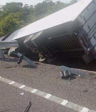 Se accidenta tráiler tramo Ulapa a Mapastepec