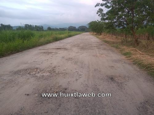 Intransitable caminos saca cosecha en Tuzantán