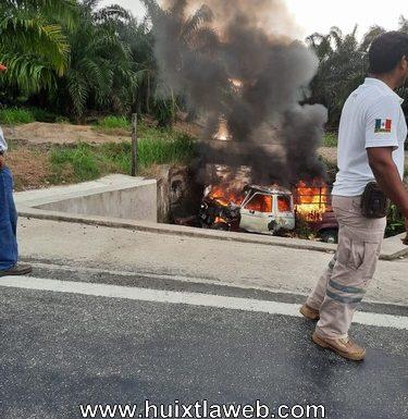 Se incendia vehículo en accidente, carretera Huixtla villa Comaltitlán