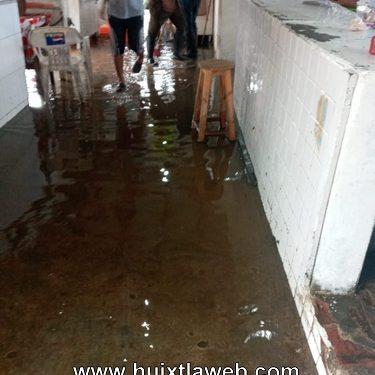 Se inunda el mercado de Huixtla