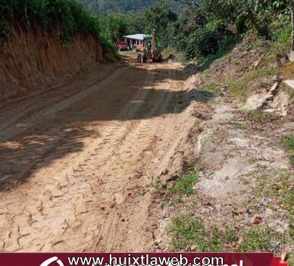 Gobierno de Huixtla realiza rehabilitación de camino en Barrio Esperancita