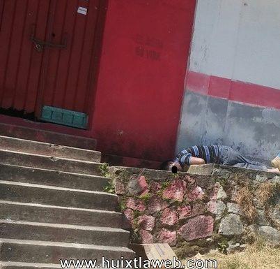 Guatemalteco muere en la puerta de tienda rural