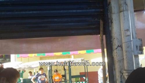 Se colapsa la puerta del mercado de Huixtla