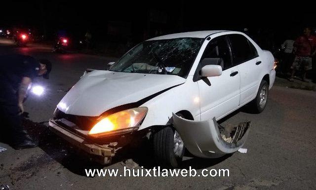 Auto choca contra el puente río Huixtla