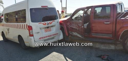 Chocan pick up y colectivo salida Huixtla Tapachula