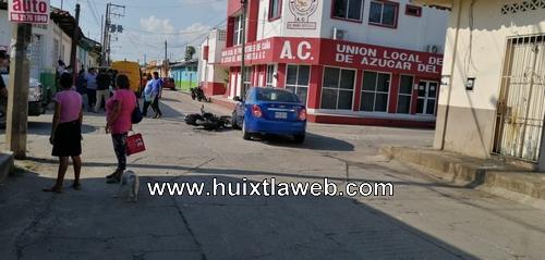 Mujer motociclista fue atropellada  por un vehículo