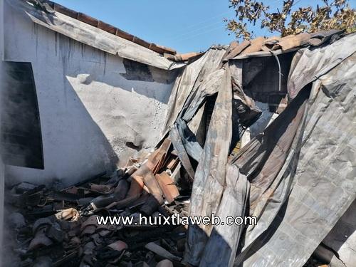 En Tonalá se quema motocicleta, animales de corral y enceres de valor