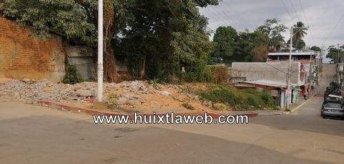Patio abandonado, afecta a comerciantes en Huixtla