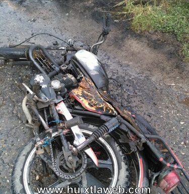 Motociclista sufre quemaduras al incendiarse la motocicleta