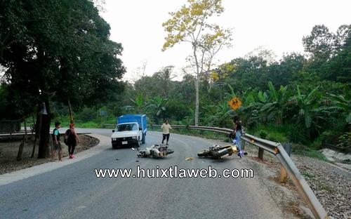 Chocan motociclistas en Tuzantán