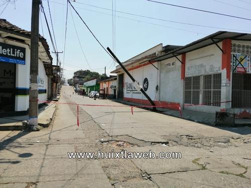 Telmex desatiende postes en mal estado
