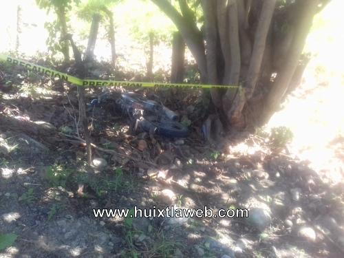 Muere motociclista al derrapar y chocar contra poste de luz en Acapetahua